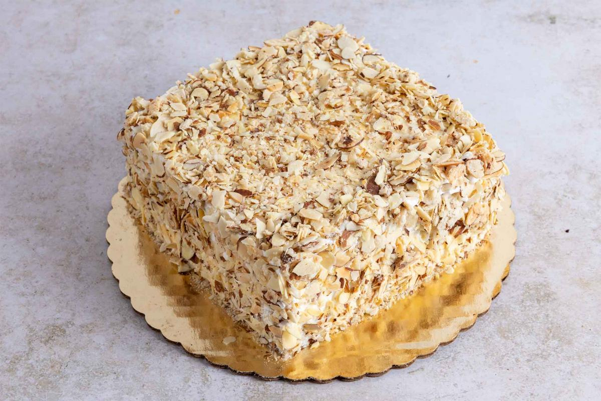 Toasted almond crunch cake